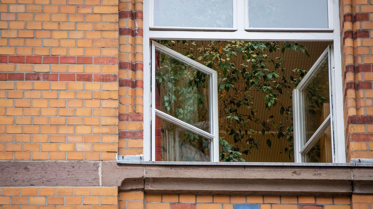 Offene Fenster, kalte Klassenzimmer