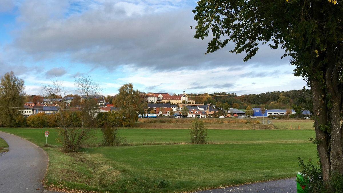 Blick aufs Maristenkloster in Furth bei Landshut