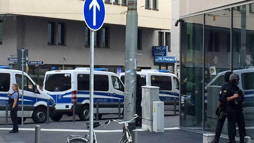 Der Frankfurter Hauptbahnhof ist am Freitagnachmittag wegen Polizeieinsatzes abgesperrt.