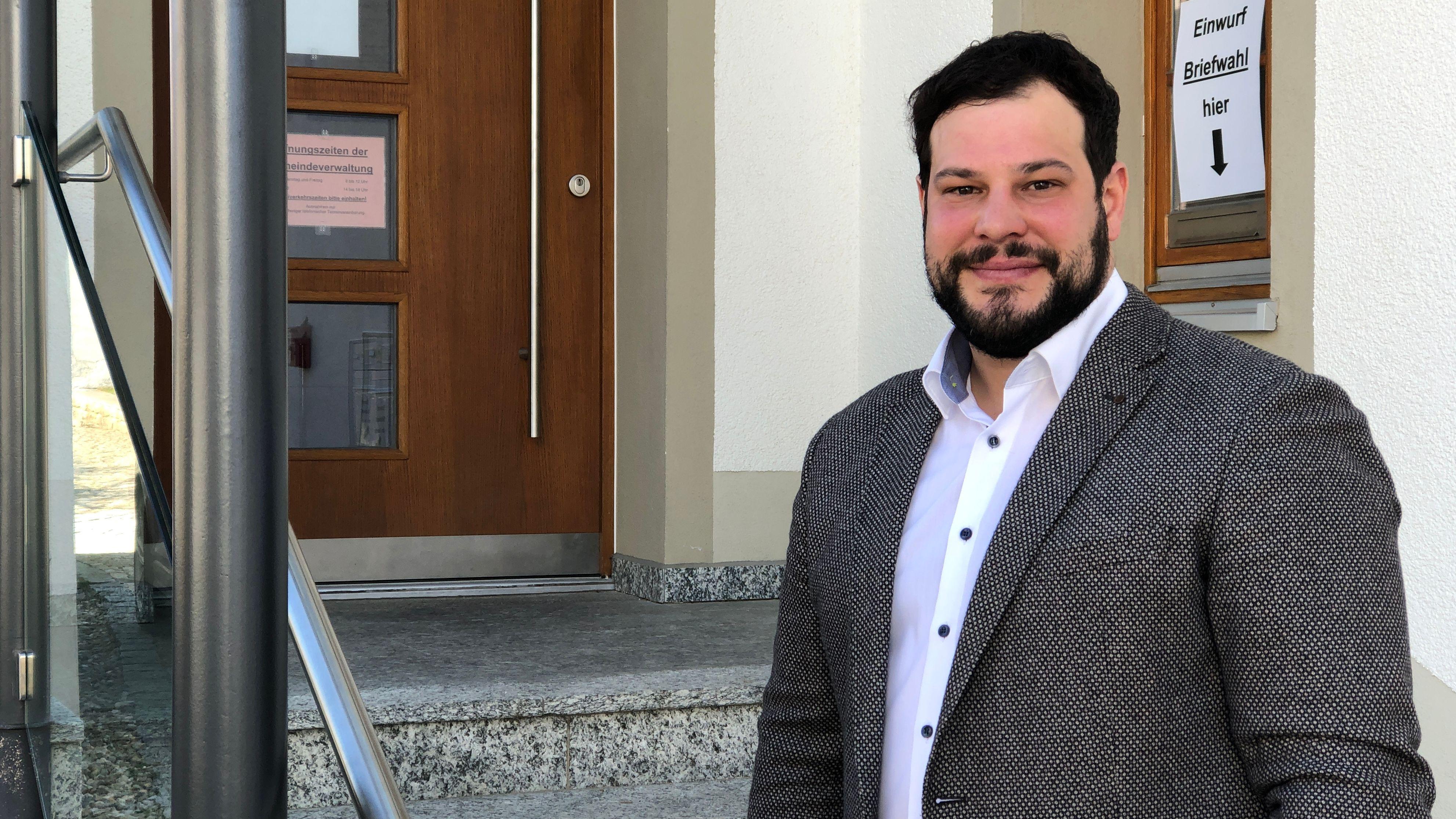 Mit nur fünf Stimmen Vorsprung holte sich Raffael Parzefall von den Freien Wählern das Bürgermeisteramt in Thalmassing.