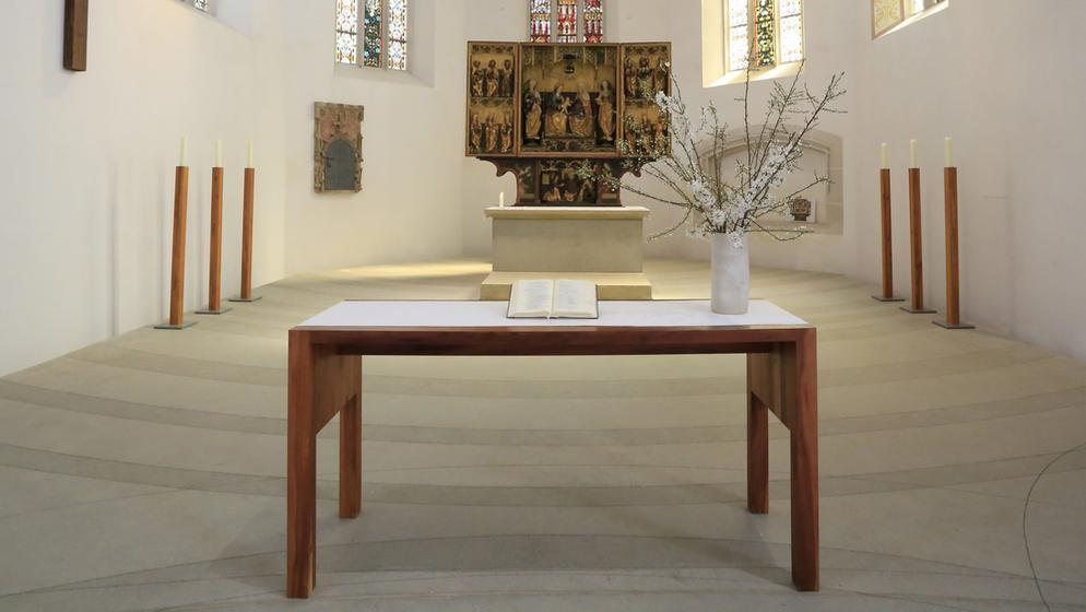 Leerer Altarraum: Der Altar in Martin Luthers Taufkirche in Eisleben   Bild:picture alliance / Klaus Nowottnick