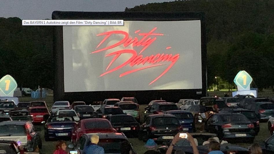 """""""Dirty Dancing"""" im Autokino: 350 Wagen beim Startschuss für das Bayern 1- Sommerfestival."""
