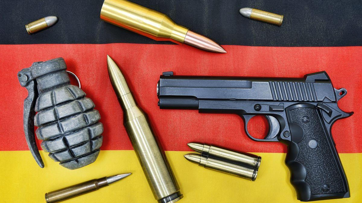 Waffen und Munition auf Deutschlandfahne