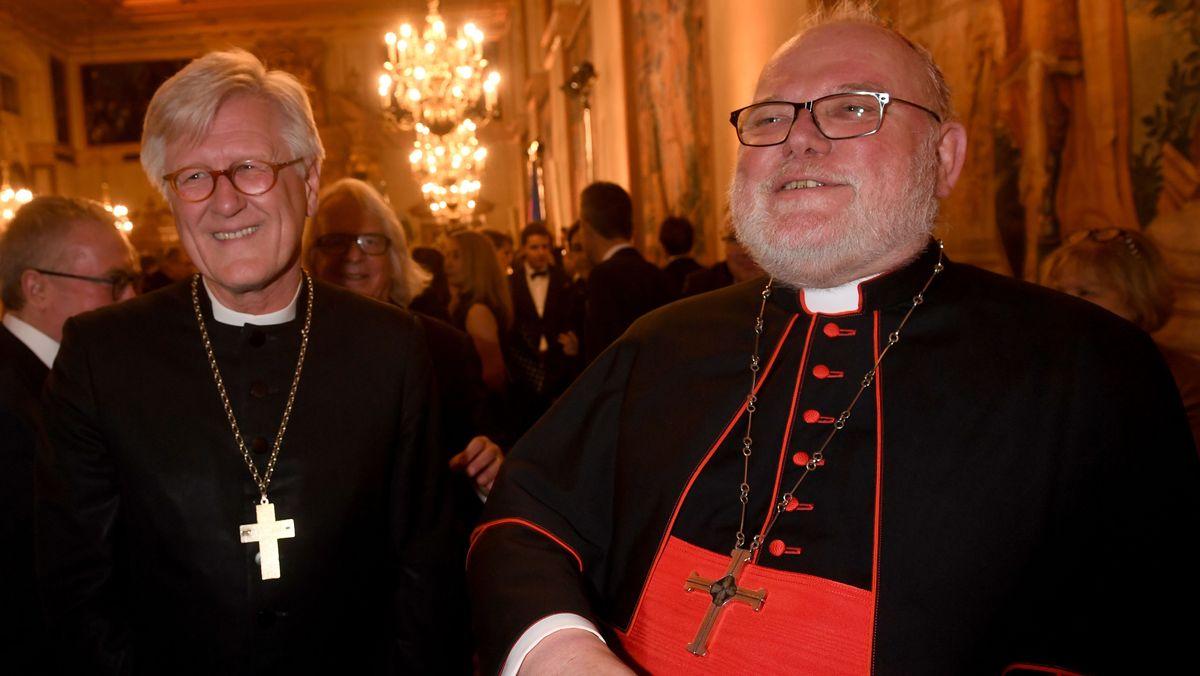 Landesbischof Heinrich Bedford-Strohm und der Münchner Erzbischof Kardinal Reinhard Marx lächelnd