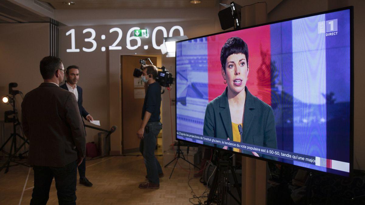 Lisa Mazzone, Staenderaetin GP-GE, auf einem Bildschirm im Studio der Befürworter der Konzernverantwortungsinitiative, am 29.11.20 in Bern.