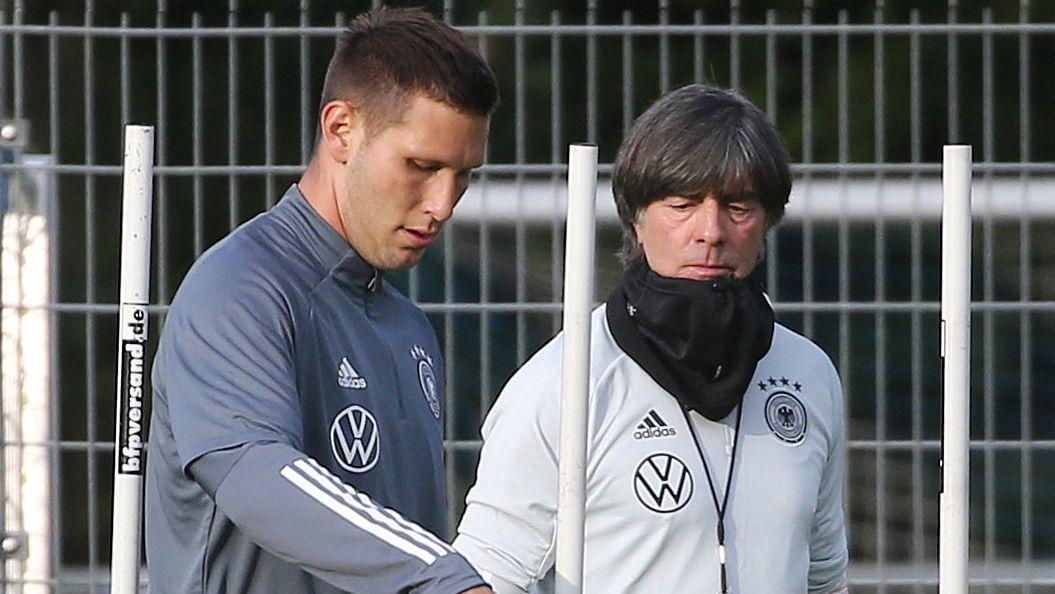 Niklas Süle und Bundestrainer Joachim Löw