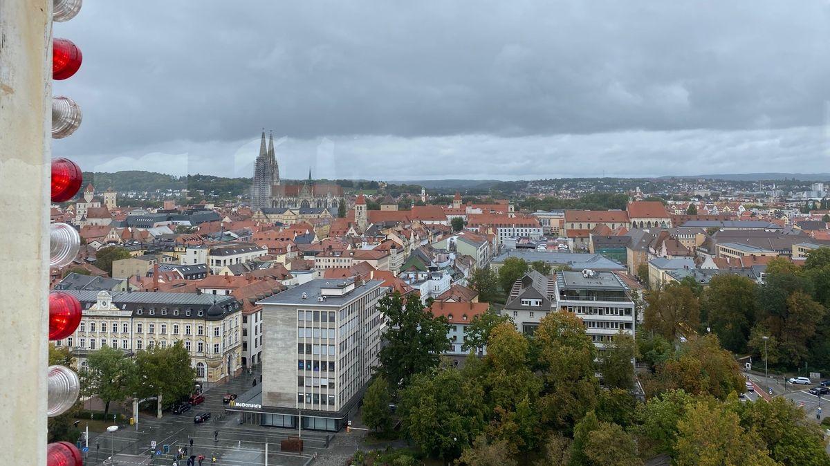 Regensburg von oben - mit Blick auf den Dom St. Peter.