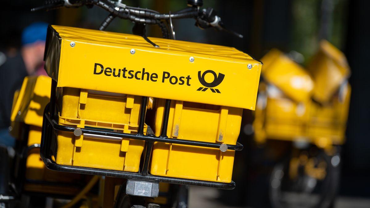 Ein Zustell-Fahrrad der Post