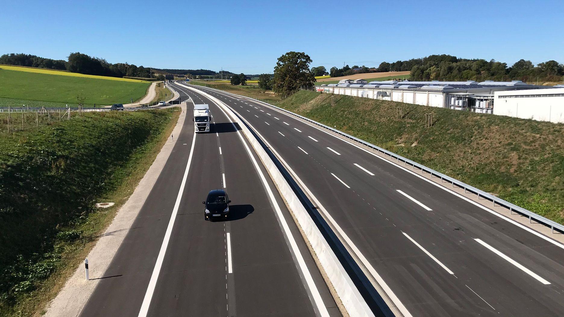 Erste Fahrzeuge rollen über die neue Isentalautobahn Richtung Passau
