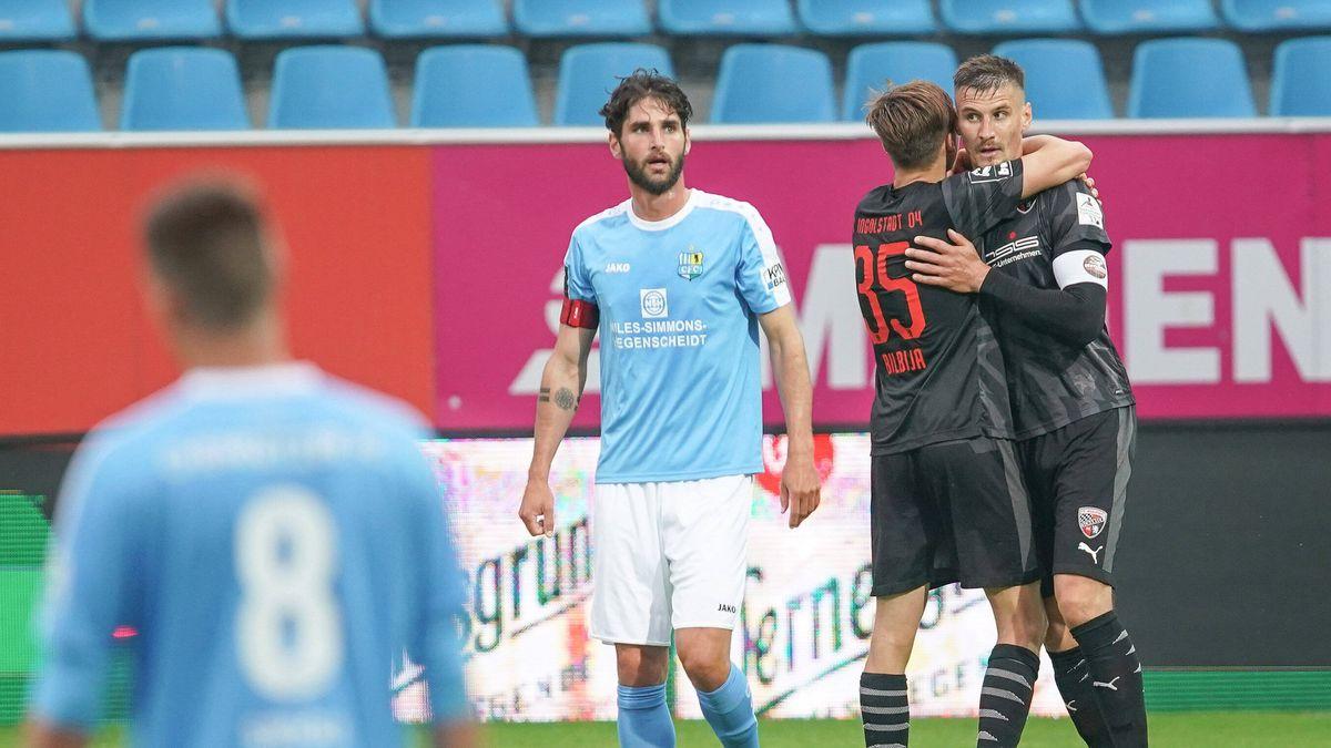 Ingolstadts Torschütze Stefan Kutschke (rechts) nach seinem 1:0-Treffer in Chemnitz