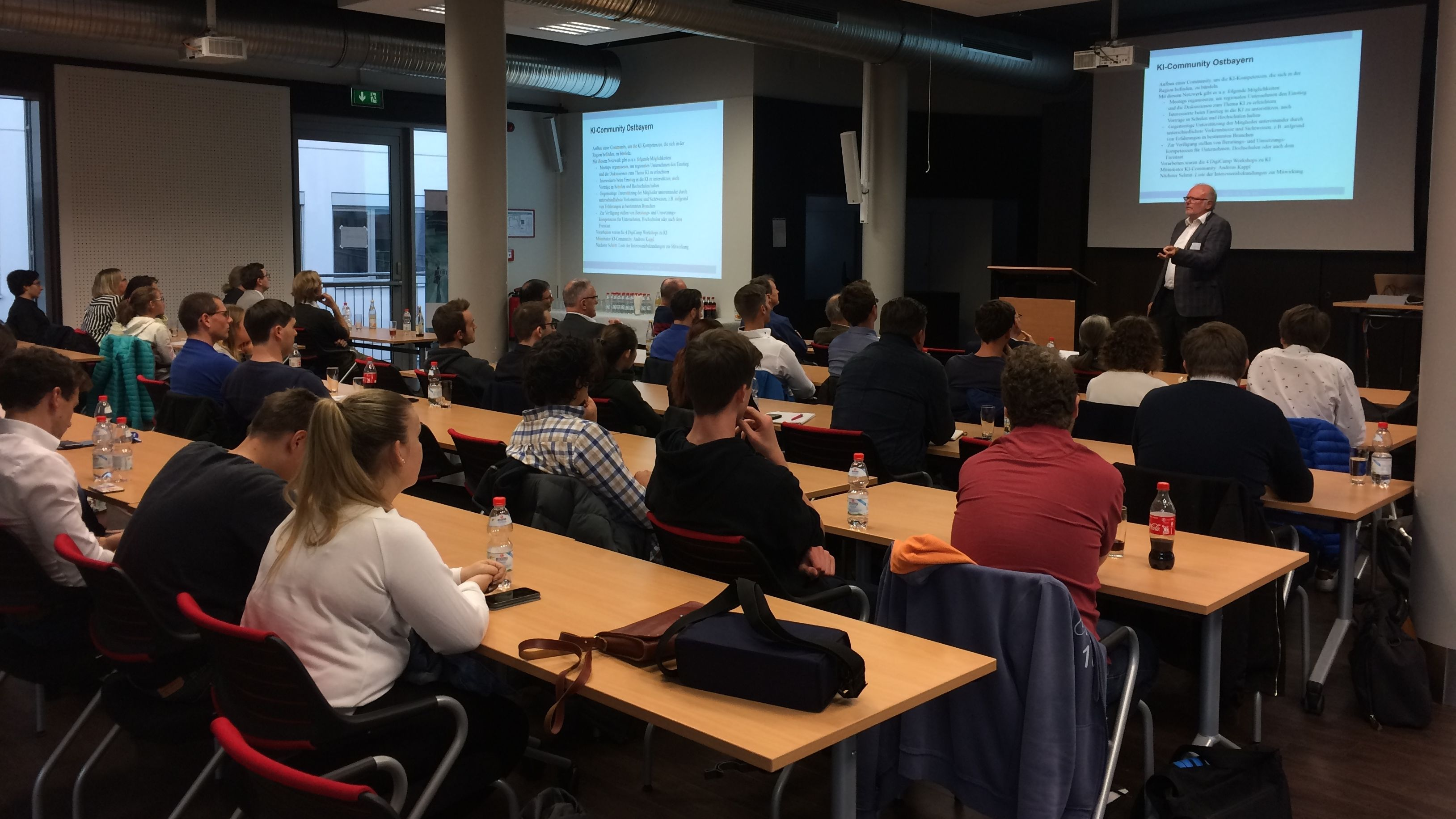 Professor Heribert Popp bei der Eröffnung des Studiengangs KI