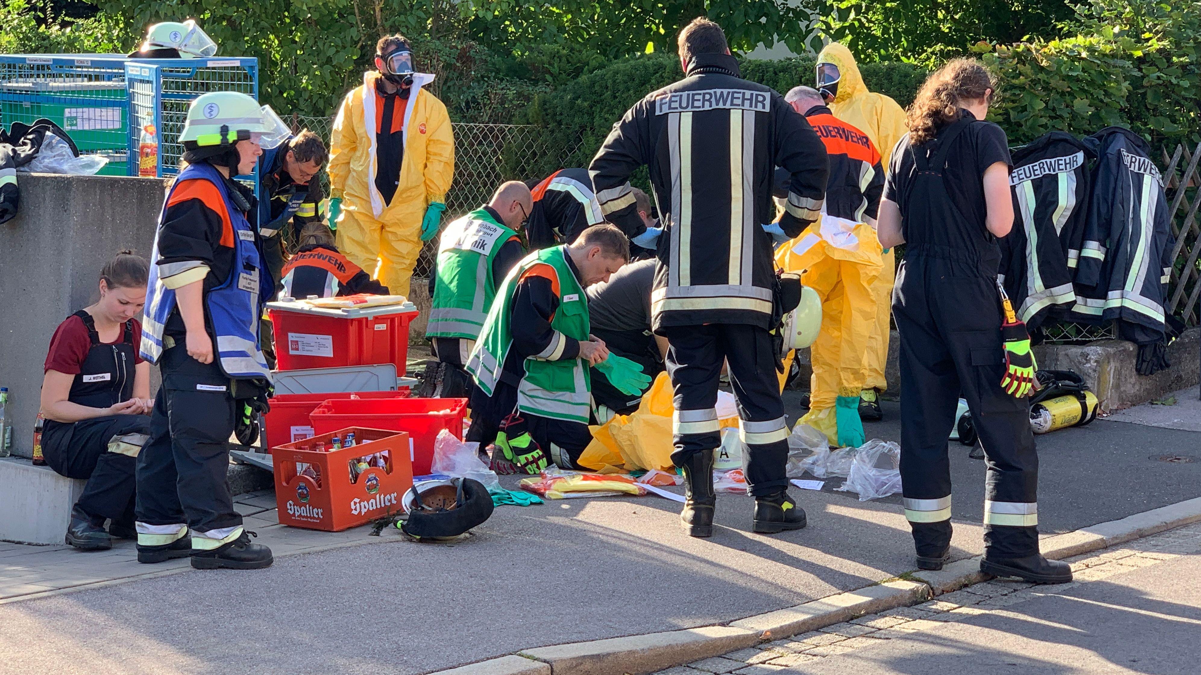 Großeinsatz in Schwabach: Dort hatte ein Mann eine unbekannte Flüssigkeit verspritzt und sieben Menschen verletzt.