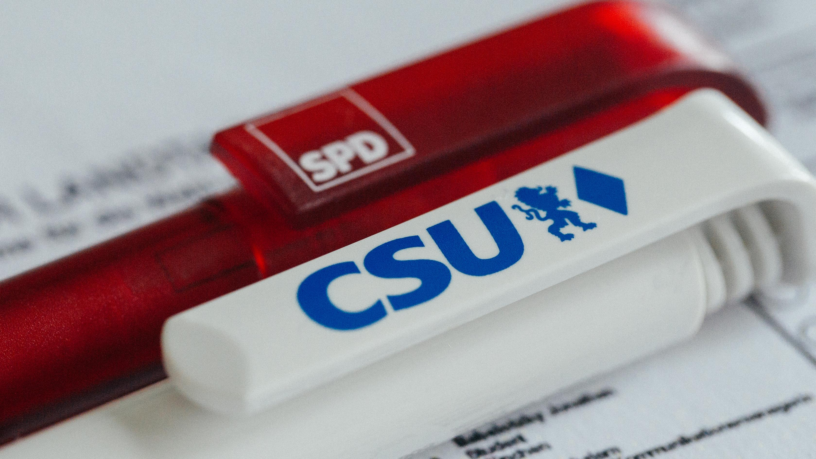Kann eine CSU-Stadträtin mit einem Kollegen aus der SPD-Fraktion liiert sein? In Waldsassen hat eine Politikerin jetzt entnervt hingeschmissen.