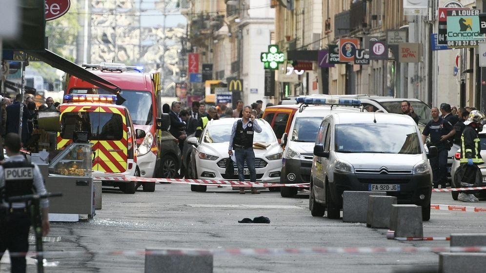 Absperrungen nach Explosion in Innenstadt von Lyon | Bild:picture alliance/J Philippon/MAXPPP/dpa