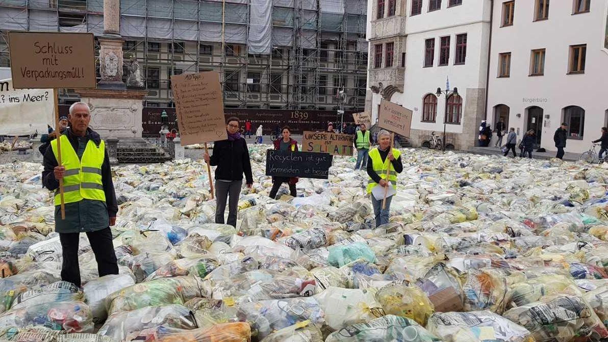 Freisinger Plastikmüll auf dem Freisinger Marienplatz