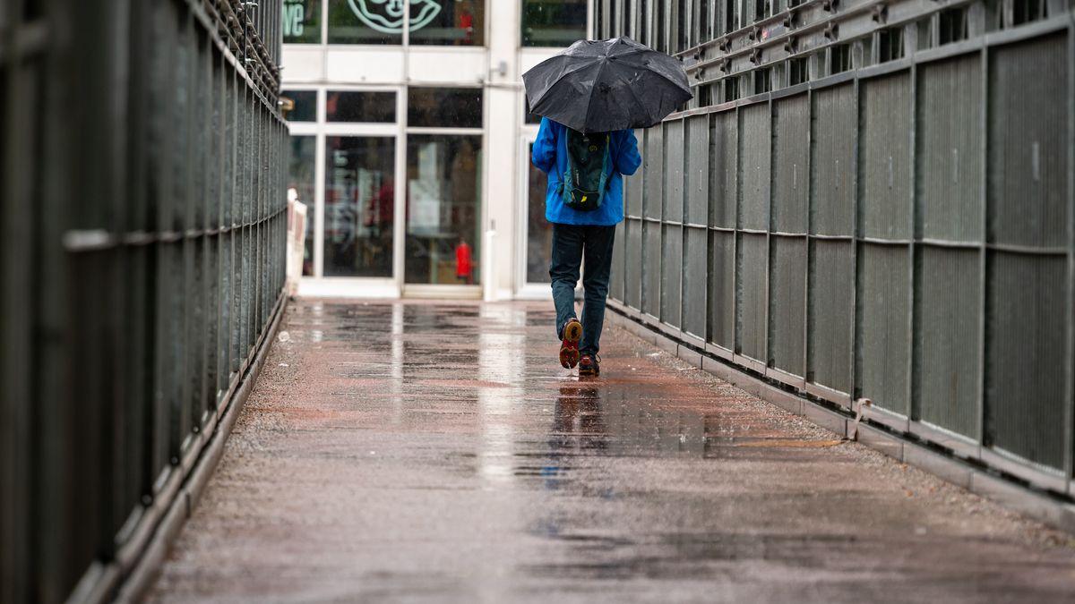 Auch das verlängerte Wochenende bleibt überwiegend regnerisch und kühl.
