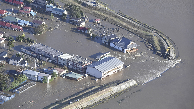 Ein Luftbild zeigt einen überschwemmten Ort in der japanischen Präfektur Fukushima.