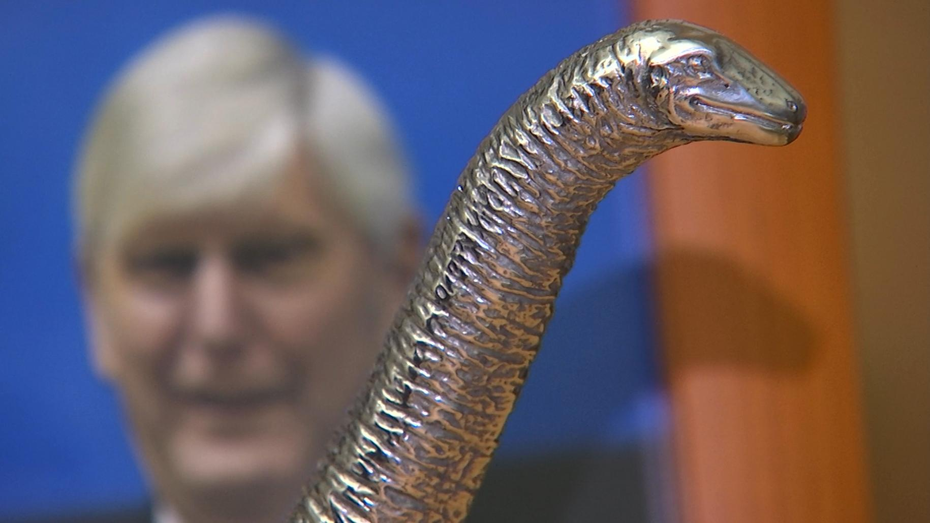 """Der Chef des Energiekonzerns RWE erhält einen Preis, den keiner haben möchte: den """"Dinosaurier des Jahres""""."""