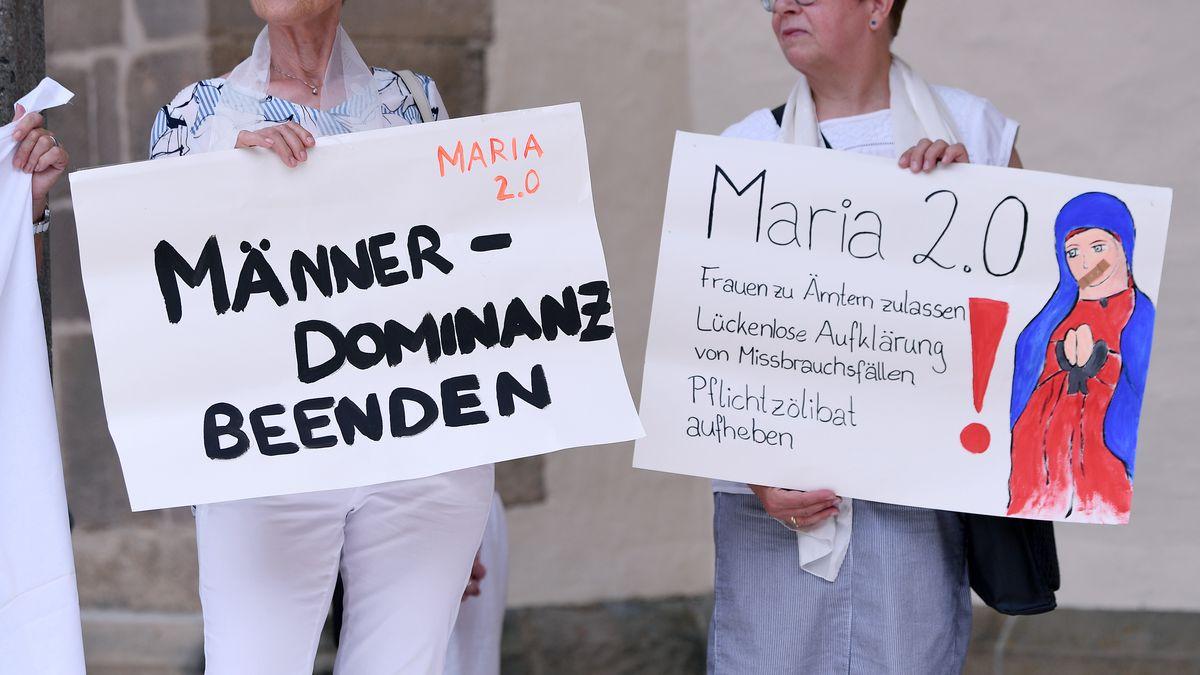 Protest von Maria 2.0.