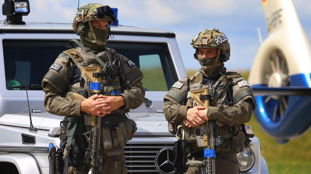 Bayerisches SEK-Kommando im Juni 2018 bei einer Übung in Penzing.  | Bild:pa/dpa/Karl-Josef Hildenbrand/dpa