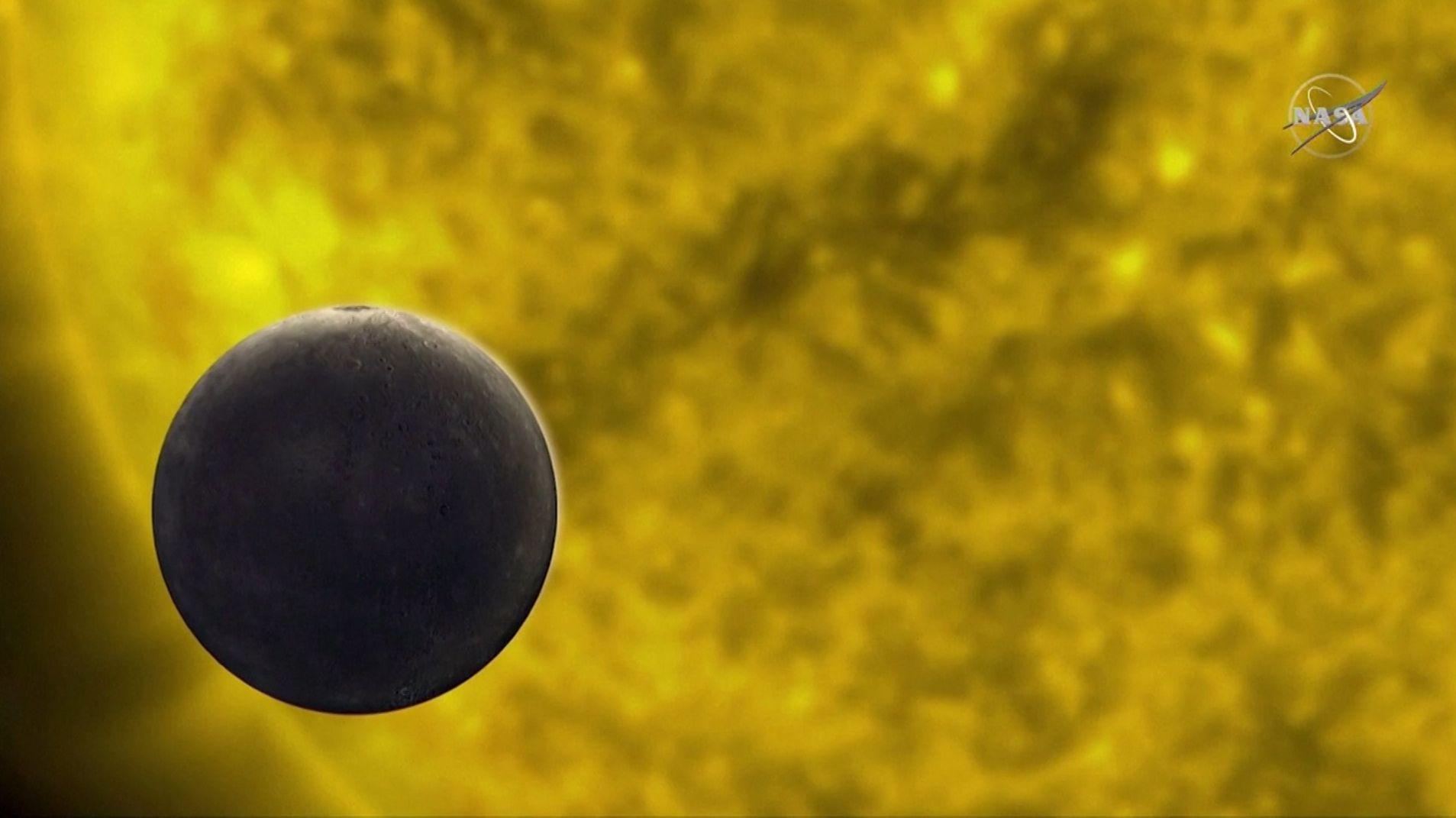 Der Merkur schiebt sich auf seinem Umlauf zwischen die Sonne und die Erde