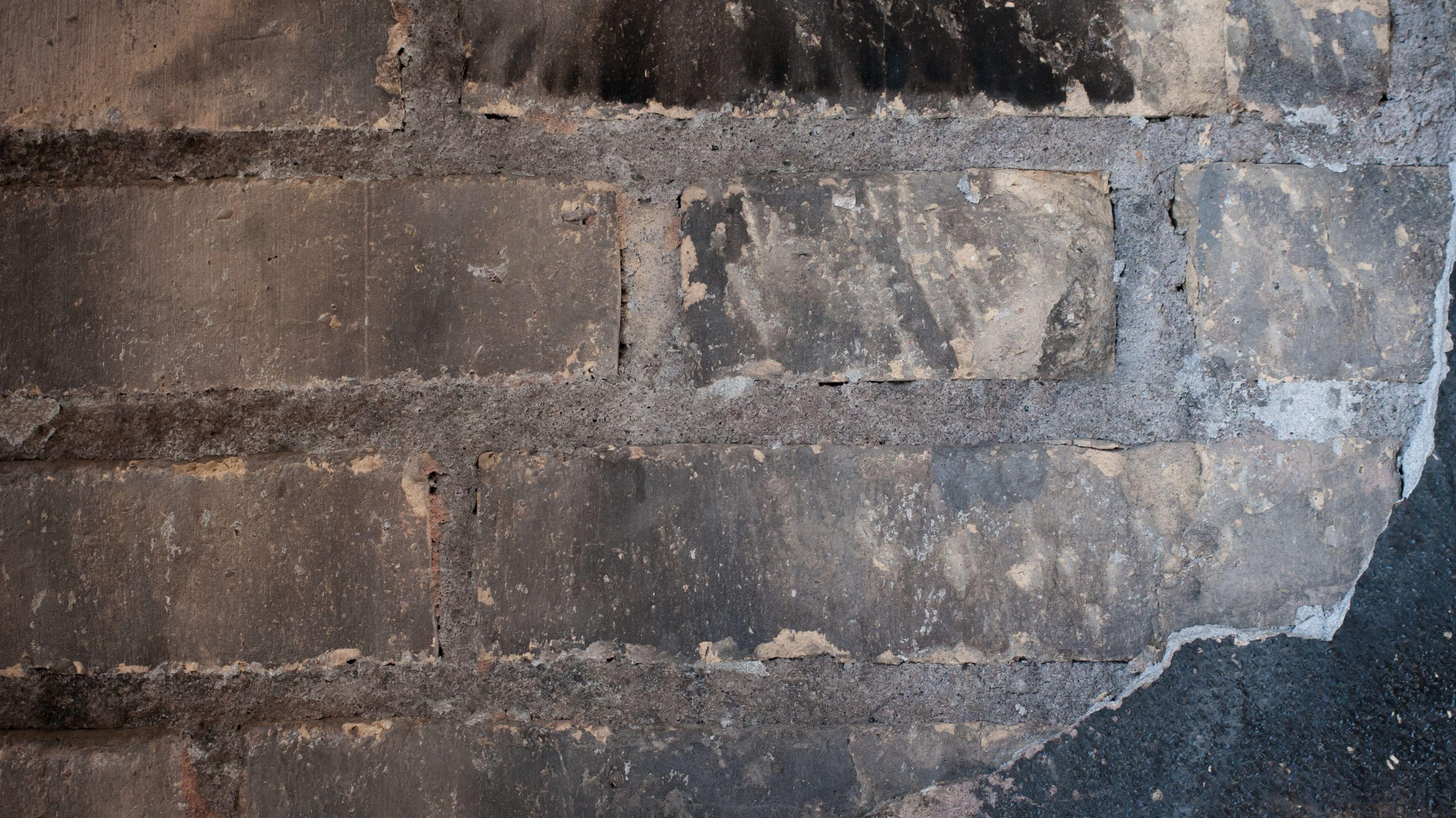 Verrußte Wand (Symbolbild)
