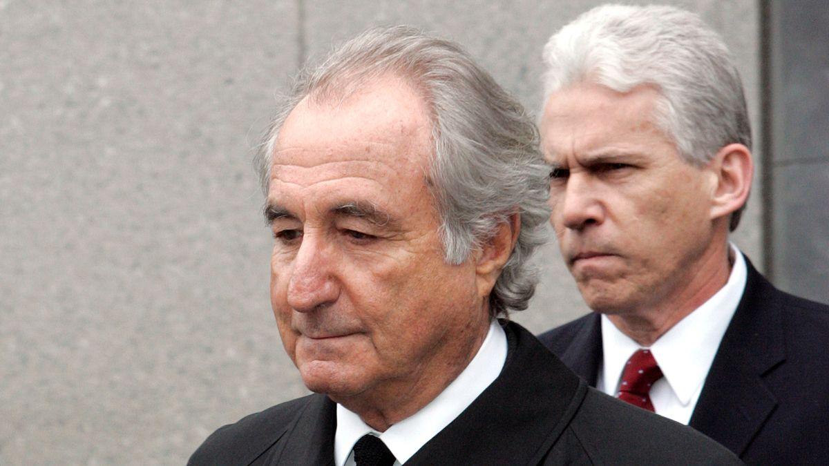 Anlagebetrüger Bernie Madoff verlässt das Bundesgericht in Manhattan, New York