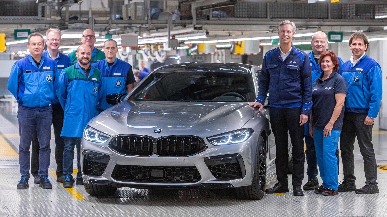 Zwei Neue für das BMW Group Werk Dingolfing: Werkleiter Christoph Schröder und der neue BMW M8 Gran Coupé