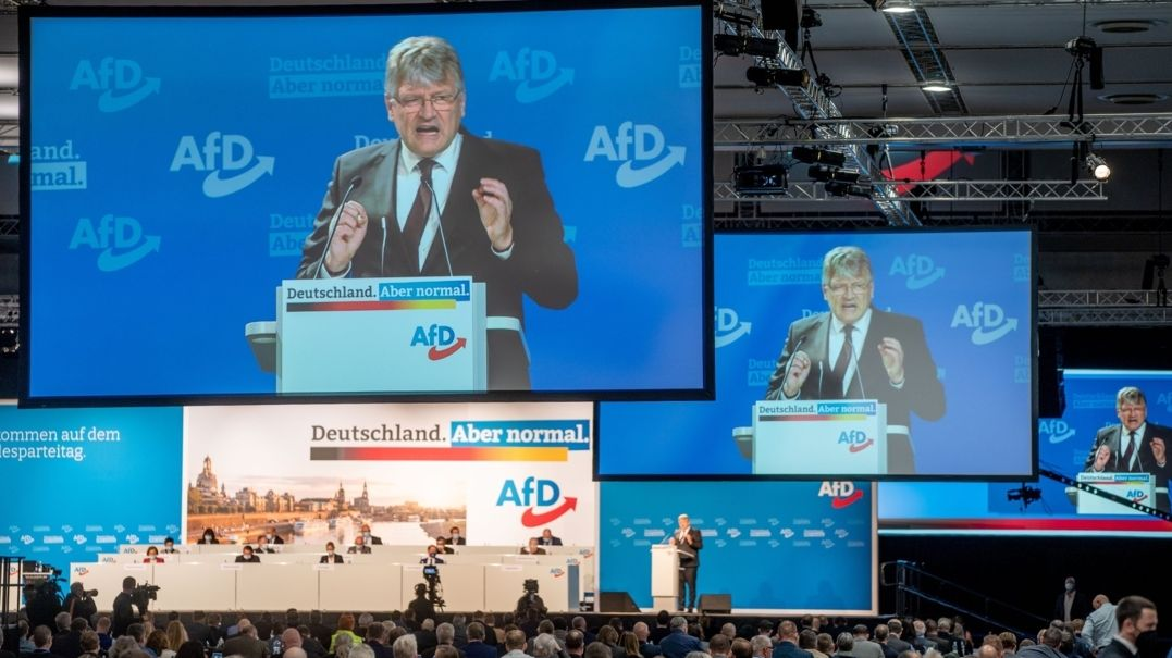Jörg Meuthen, AfD-Bundessprecher, spricht in der Dresdener Messehalle beim Bundesparteitag der AfD zu den Delegierten über das Wahlprogramm.