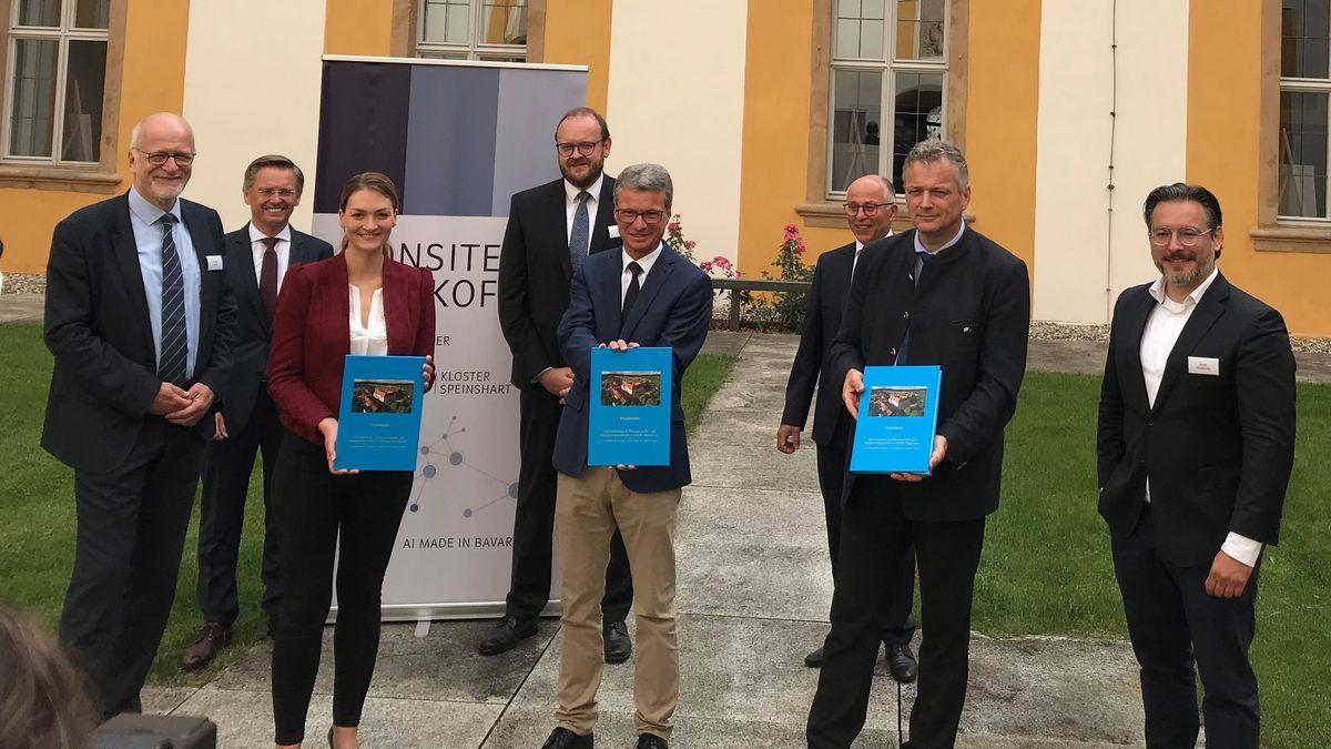 Expertentreffen beim Kloster Speinshart zur künstlichen Intelligenz mit Wissenschaftsminister Bernd Sibler (5. von links).