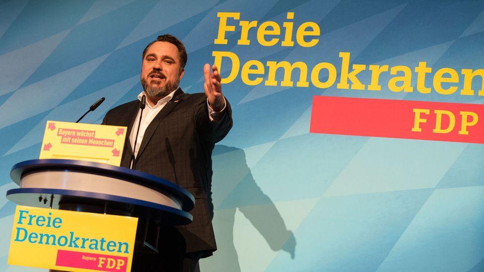 Amberg: Daniel Föst, der amtierende Landesvorsitzende der bayerischen FDP, hält beim Landesparteitag der Partei eine Rede.