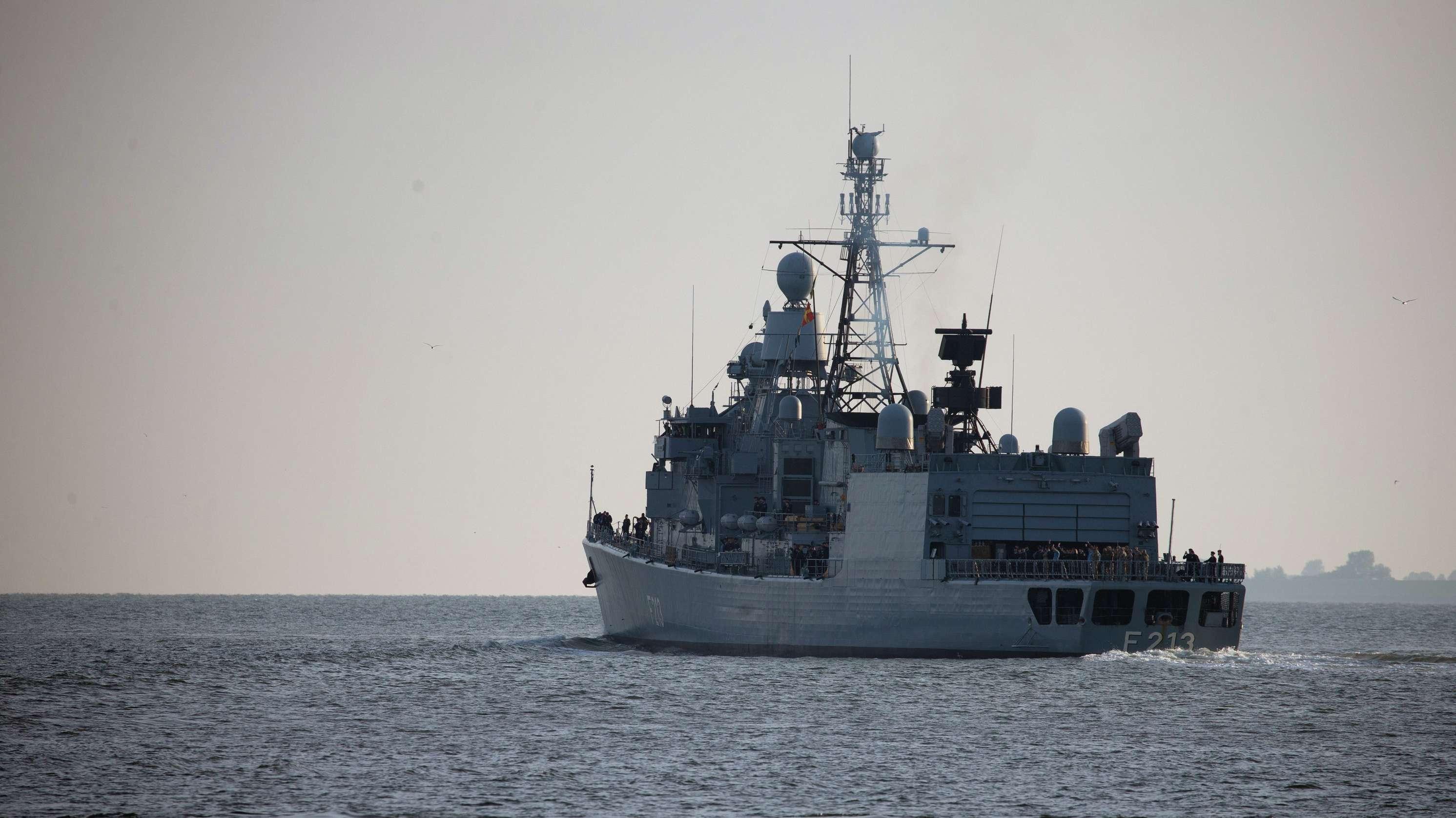 """Die Fregatte """"Augsburg"""" läuft im September 2018 zur Operation """"Sophia"""" aus. Deutschland wird sich zukünftig nicht mehr an der Mission beteiligen."""