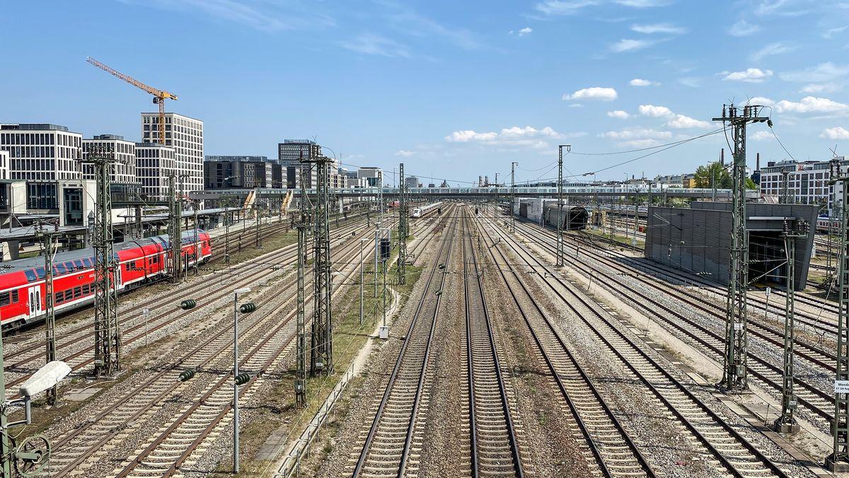 Leere Gleise an der Donnersbergerbrücke