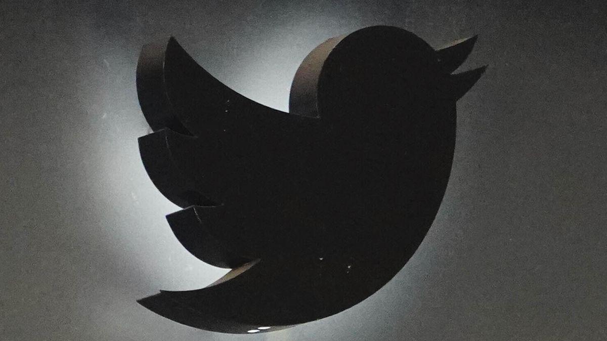 Logo der Firma Twitter an einer Hausfassade