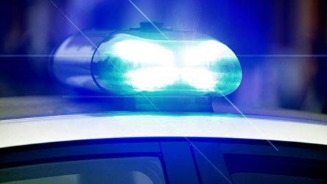 Symbolbild: Blaulicht an einem Polizeifahrzeug