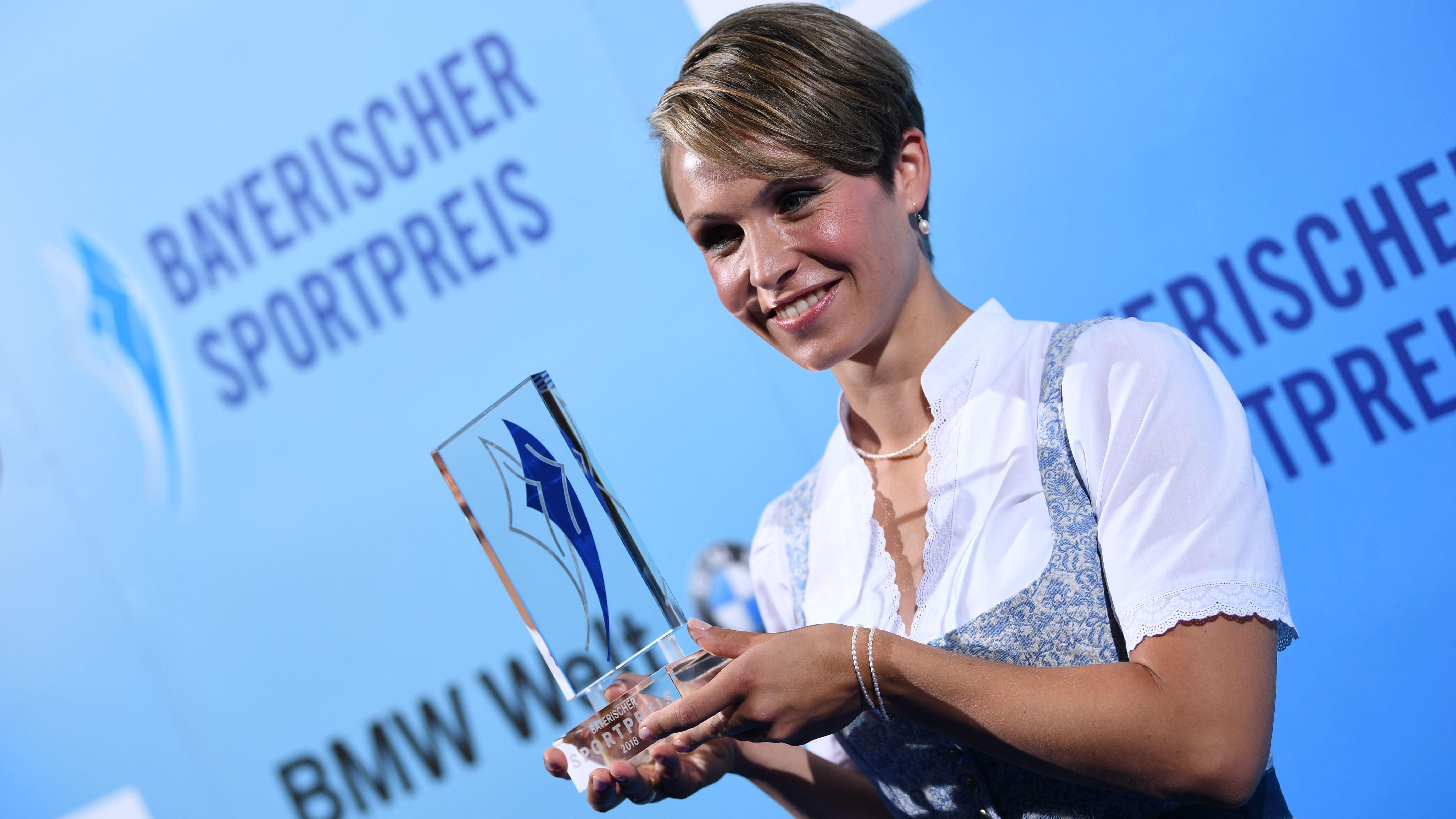 """Magdalena Neuner mit dem Bayerischen Sportpreis 2018 für die """"Jahrhundertsportlerin"""""""