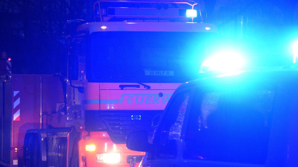 Die Feuerwehr mit Blaulicht
