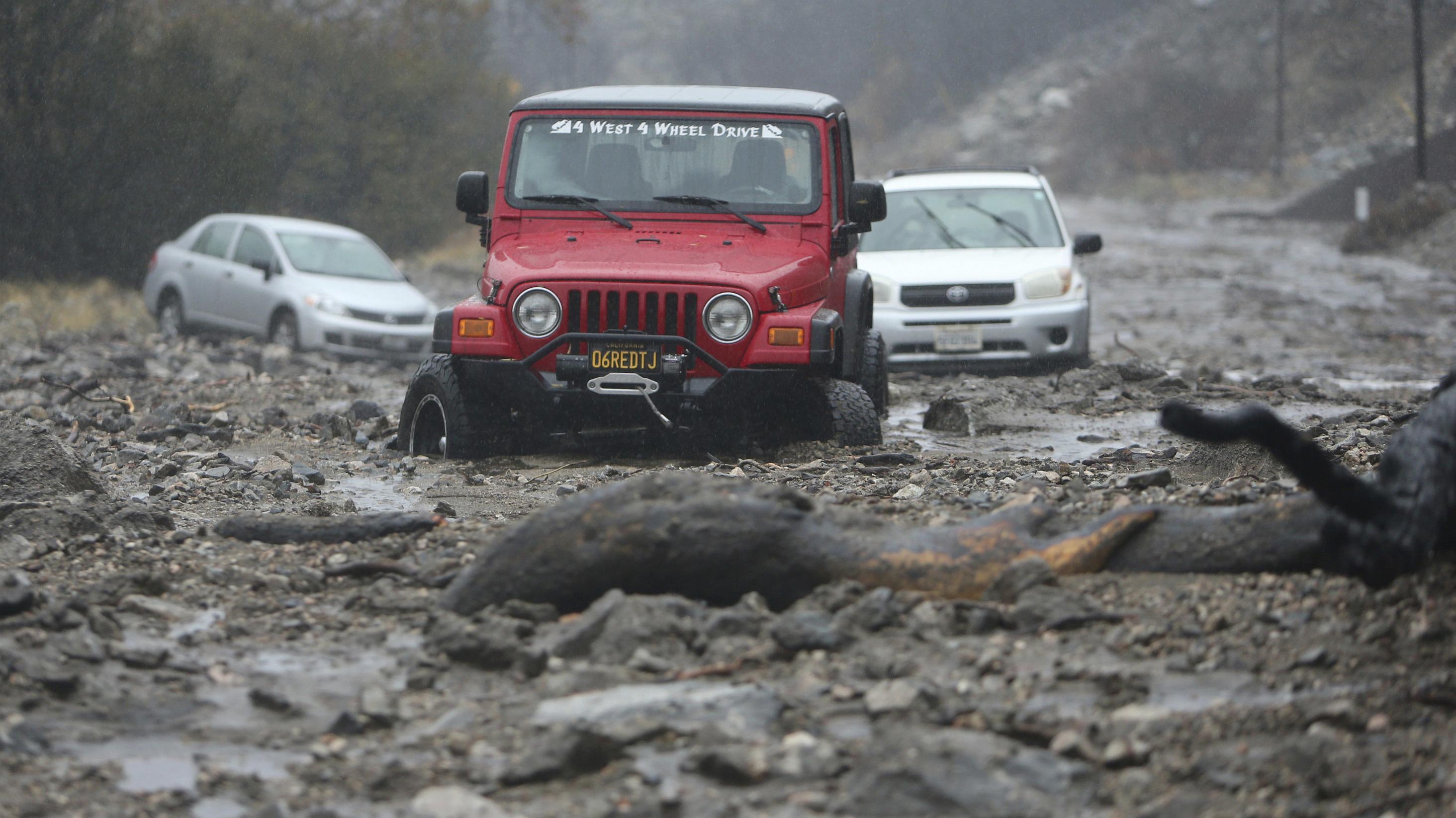 Mehrere Autofahrer mussten gerettet werden.