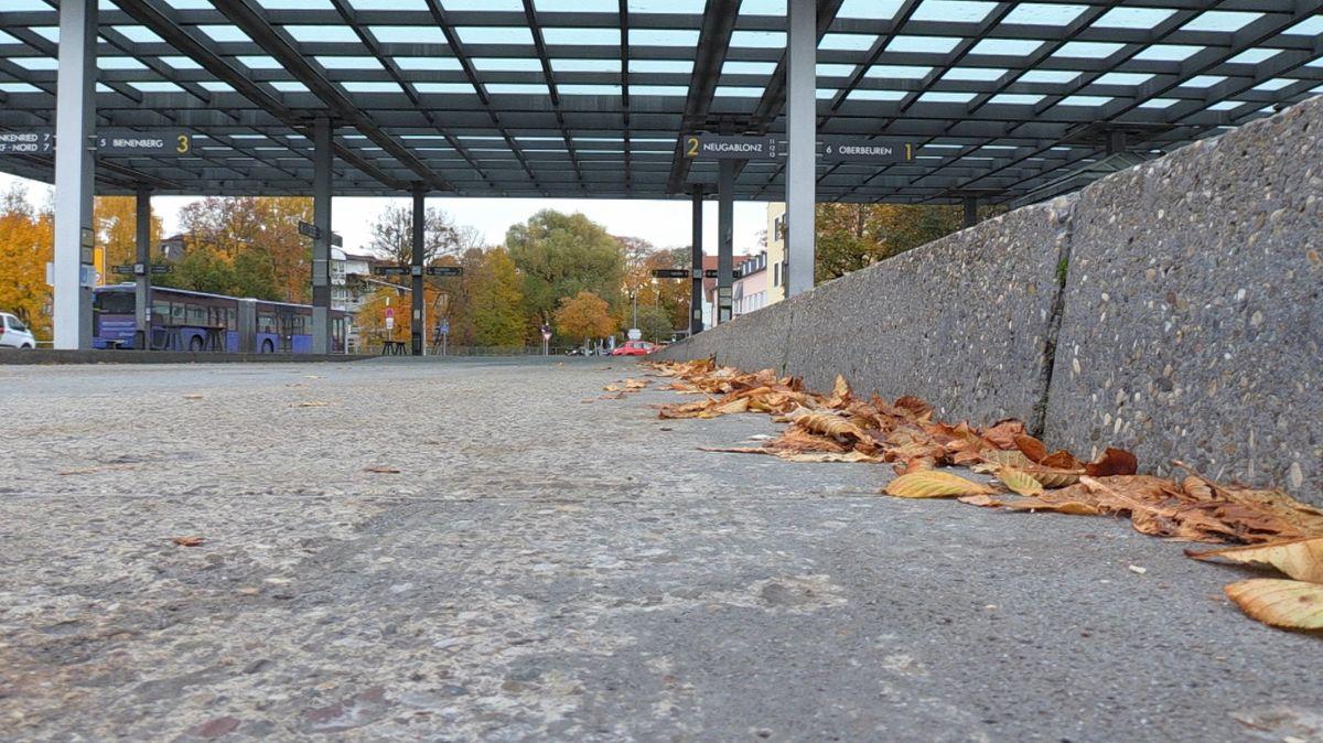 Verwaister Busbahnsteig in Kaufbeuren.