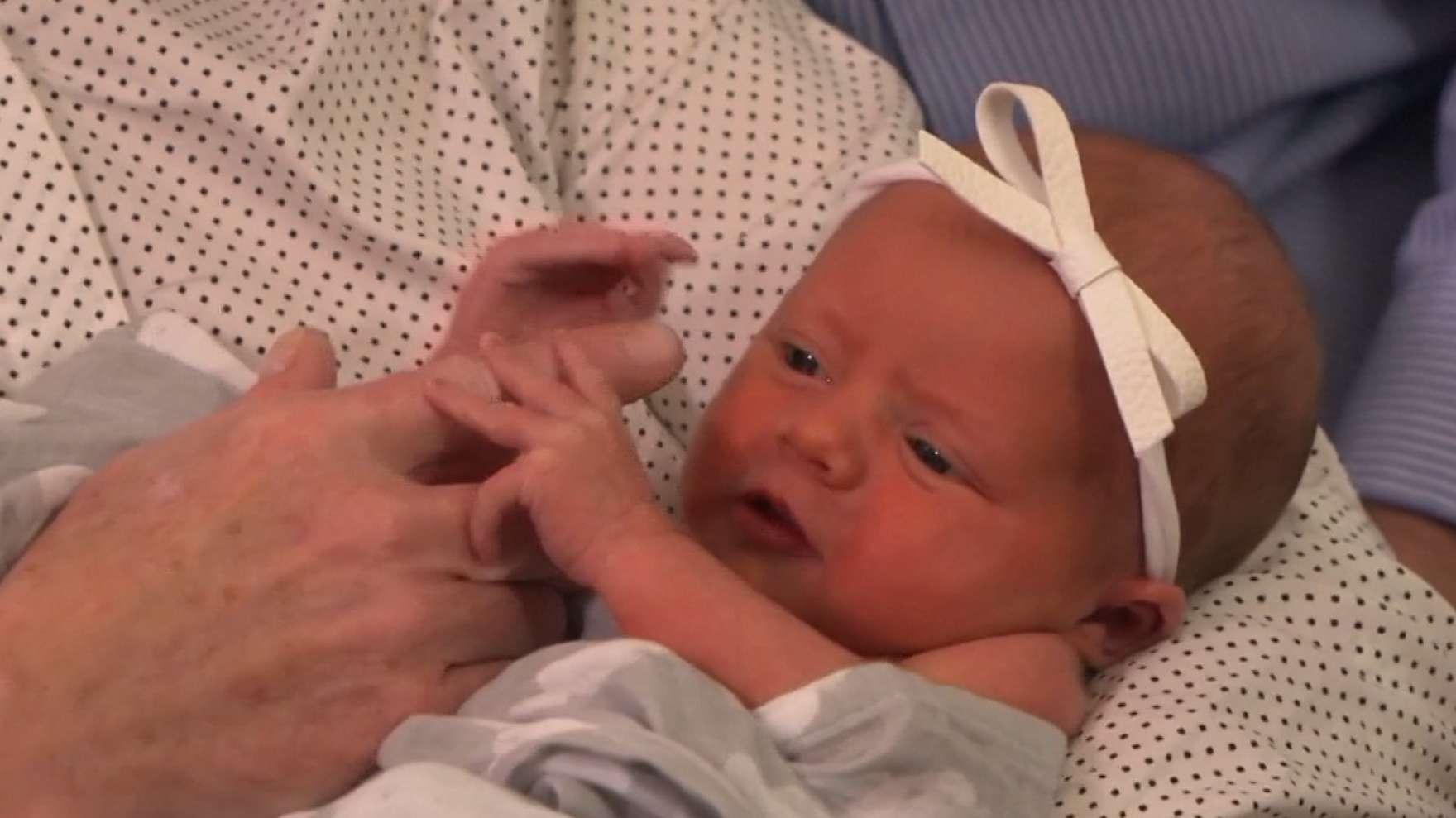 Das Mädchen wog bei er Geburt 2,3 Kilogramm.