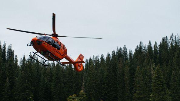 Ein Rettungshubschrauber in den Bergen (Symbolbild)