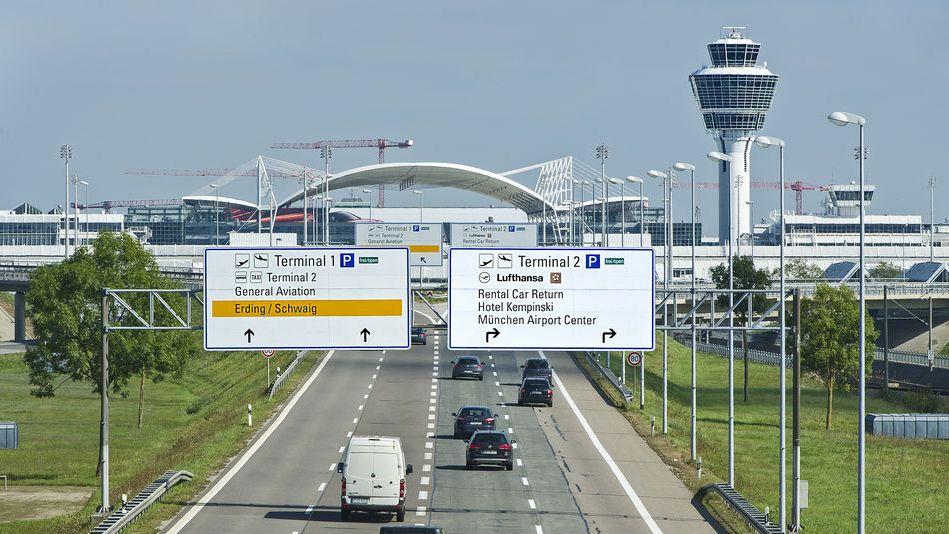 Der Flughafen München, Anziehungspunkt für Millionen: Hier sind die Zufahrten zu den Terminals am Flughafen München.