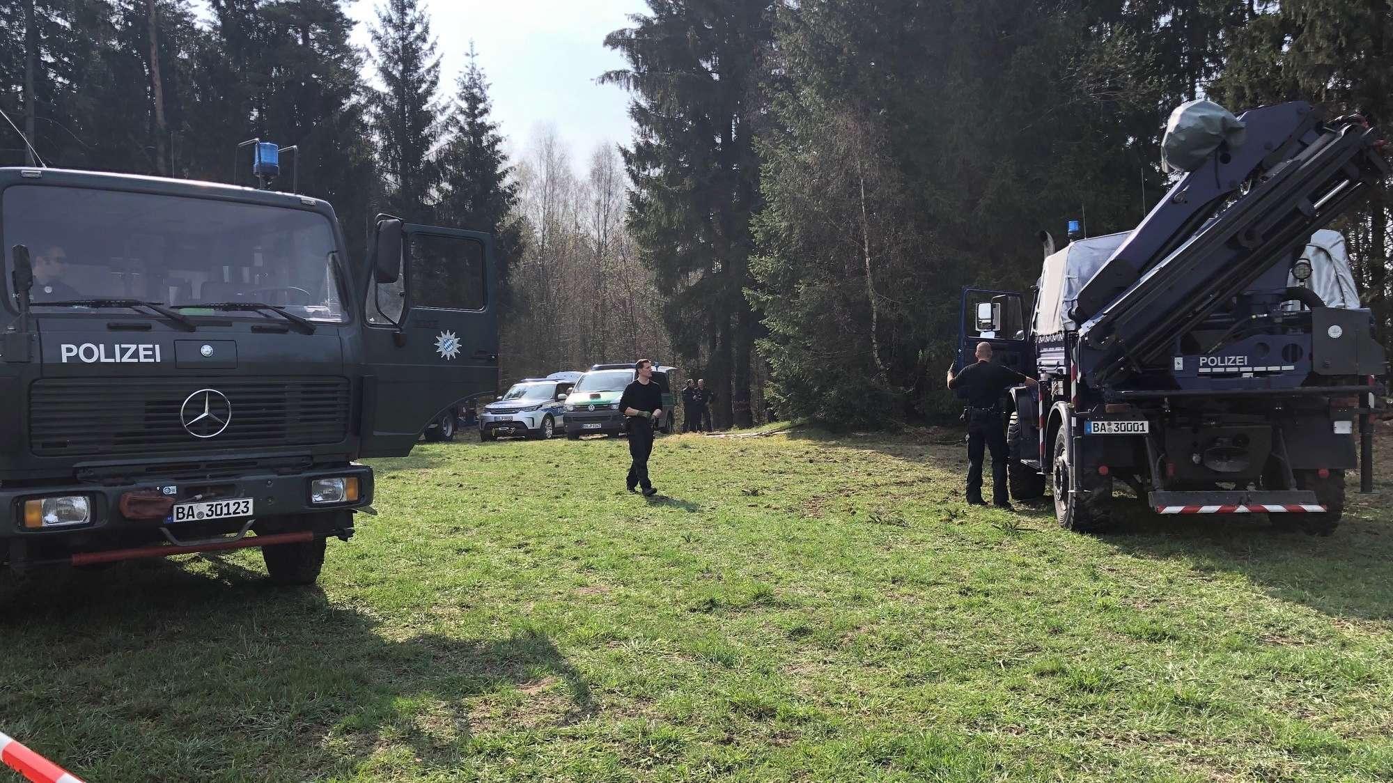 Die Polizei sucht in einem Waldstück bei Georgenberg nach den sterblichen Überresten von Monika Frischholz.
