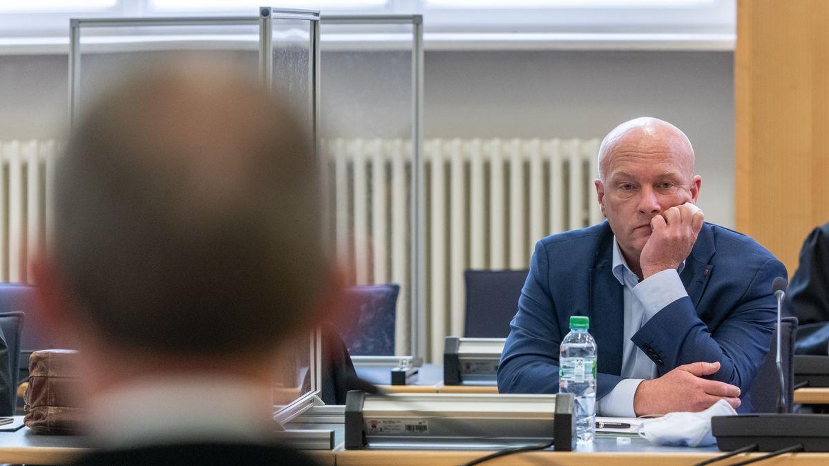 Nach mehrwöchiger Corona-Pause ist der Korruptionsprozess gegen den ehemaligen Regensburger Oberbürgermeister Joachim Wolbergs wieder fortgesetzt worden.