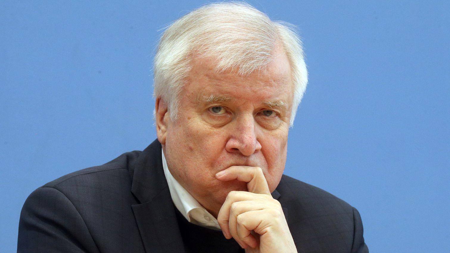 Seehofer verbietet Reichsbürger-Gruppe