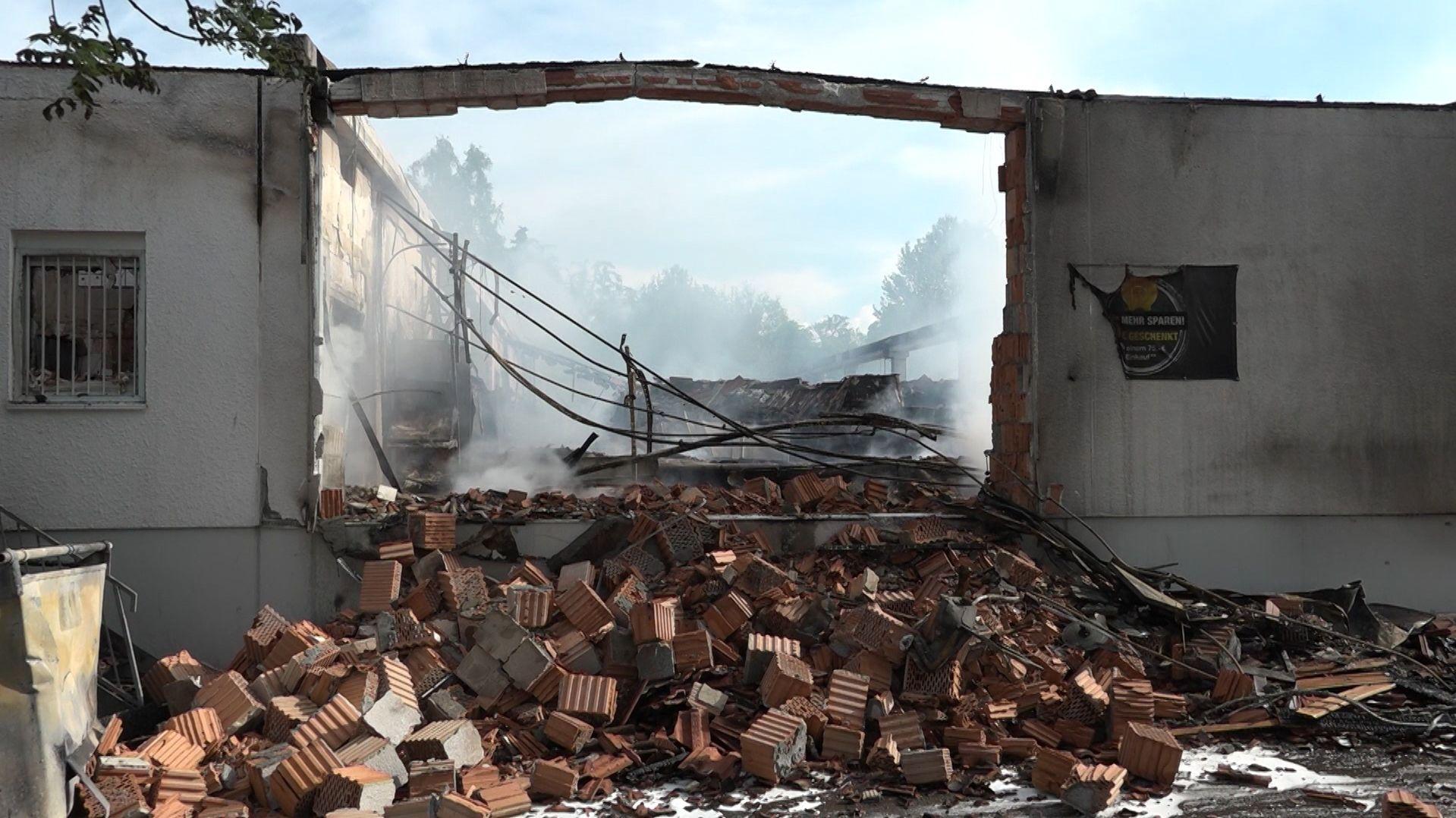 Überreste des Supermarktes von Höchstädt nach dem Brand