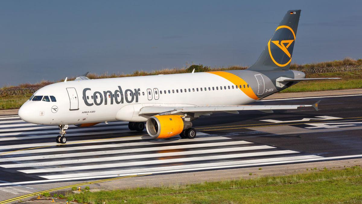 Condor-Flugzeug auf Rollbahn