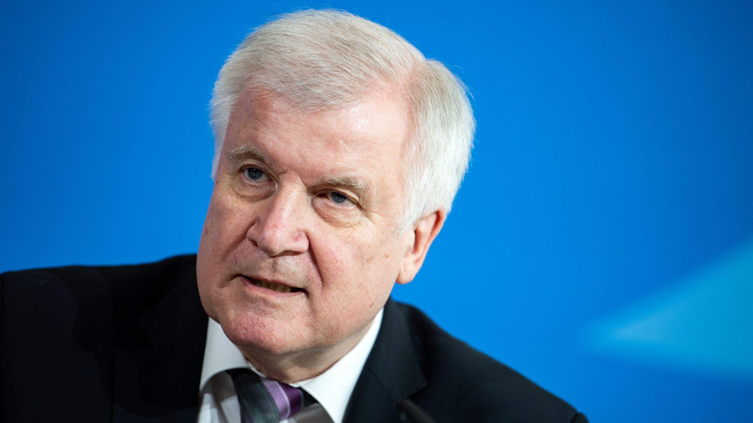 Bundesinnenminister Seehofer will bundesweit die Schleierfahndung stärken. Das sorgt für Kritik.
