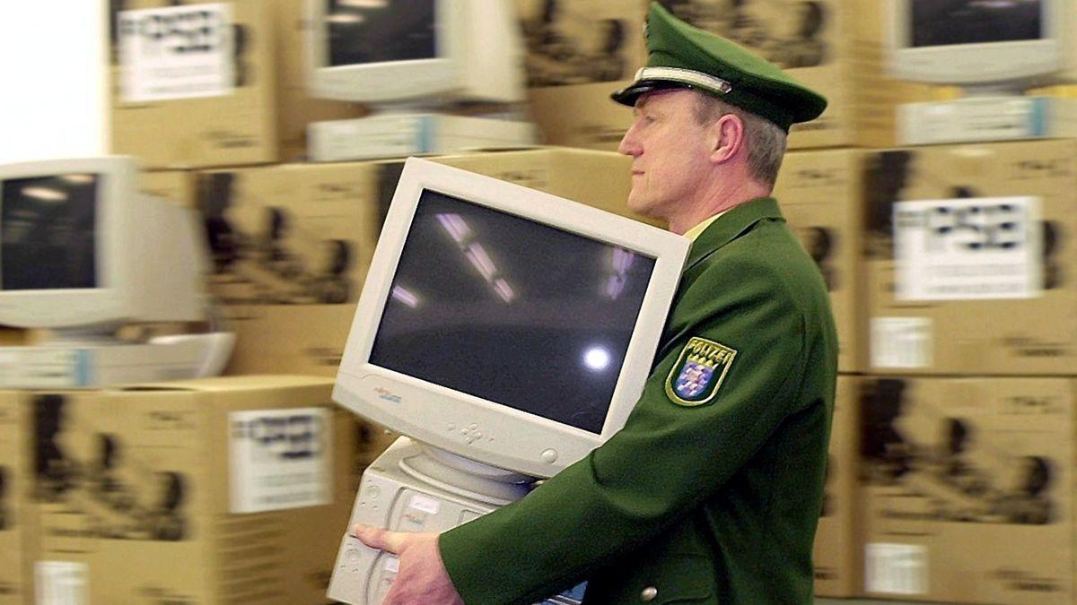 Auch bei den deutschen Sicherheitsbehörden kommen heute schon moderne KI-Anwendungen zum Einsatz. Das Foto stammt aus dem Jahr 2002.