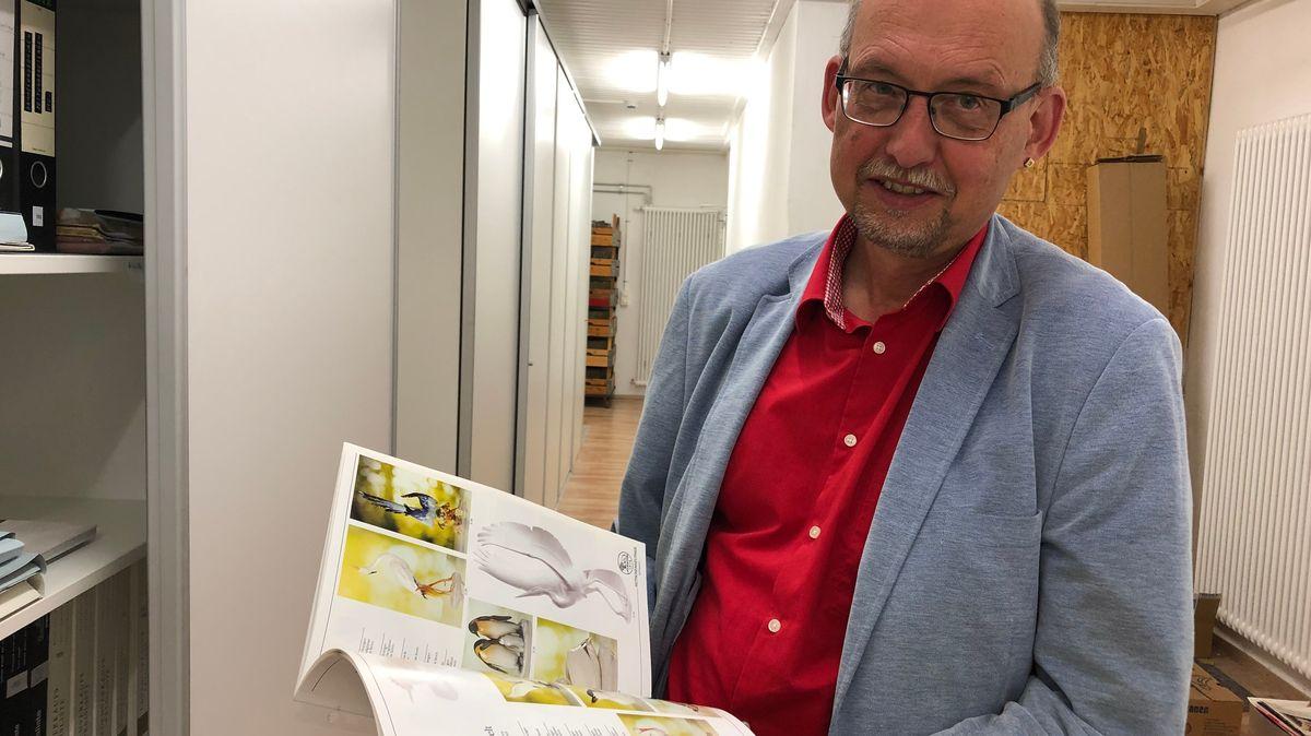 Wolfgang Schilling imArchiv des Porzellanikons.